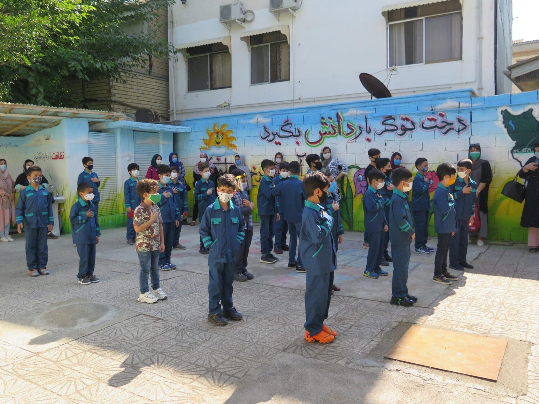دانش آموزان دبستان گلبانگ دانش